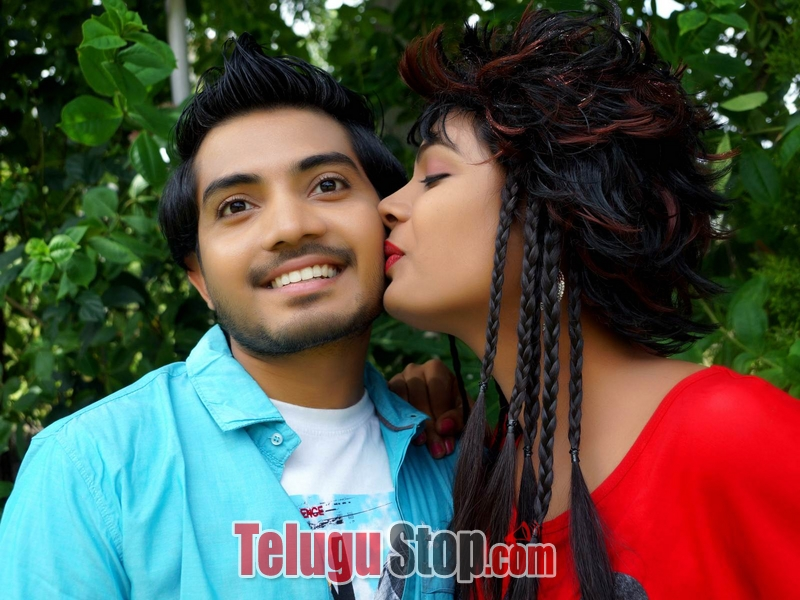 Raavoyi Maa Intiki Movie Stills-Raavoyi Maa Intiki Movie Stills-