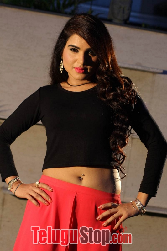 Raavoyi maa intiki movie stills- Photos,Spicy Hot Pics,Images,High Resolution WallPapers Download