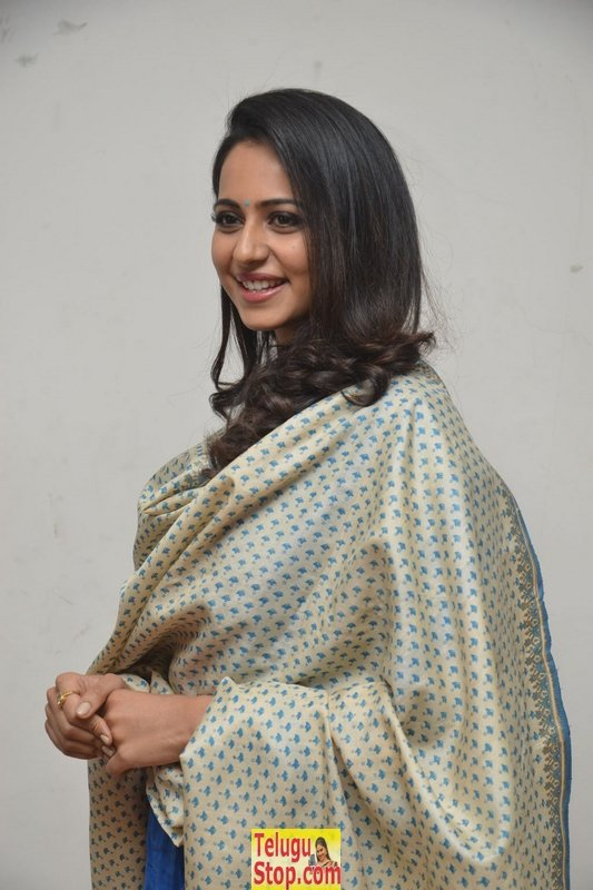 Rakul preet singh latest pics 7- Photos,Spicy Hot Pics,Images,High Resolution WallPapers Download