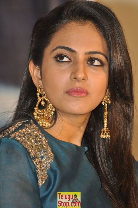 Rakul preet singh latest stills 5- Photos,Spicy Hot Pics,Images,High Resolution WallPapers Download