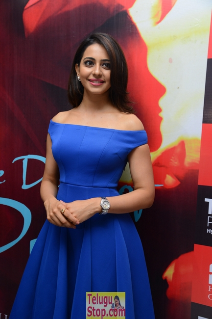 Rakul preet singh new stills 11- Photos,Spicy Hot Pics,Images,High Resolution WallPapers Download