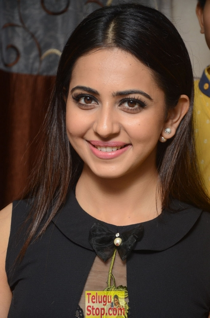 Rakul preet singh new stills 12- Photos,Spicy Hot Pics,Images,High Resolution WallPapers Download