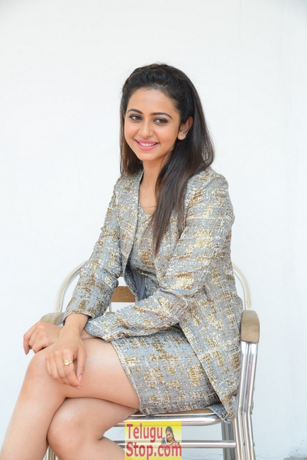 Rakul preet singh new stills 9- Photos,Spicy Hot Pics,Images,High Resolution WallPapers Download