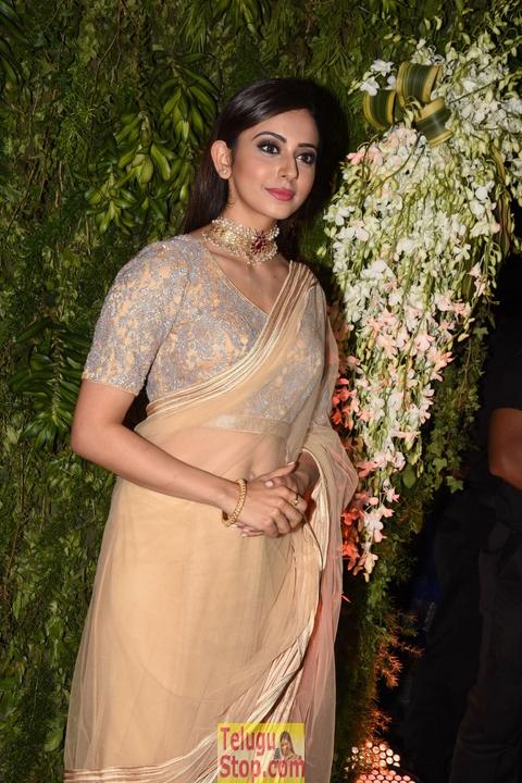 Rakul Preet Singh Stills-Rakul Preet Singh Stills--Telugu Actress Hot Photos Rakul Preet Singh Stills-