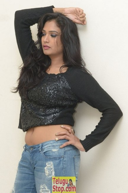 Ramya new stills- Photos,Spicy Hot Pics,Images,High Resolution WallPapers Download