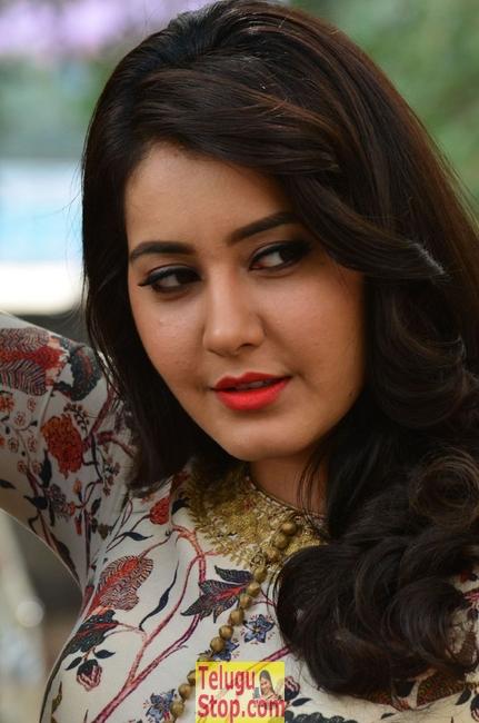 Rashi Khanna Latest Stills-Rashi Khanna Latest Stills--Telugu Actress Hot Photos Rashi Khanna Latest Stills-