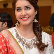 rashi-khanna-latest-stils08