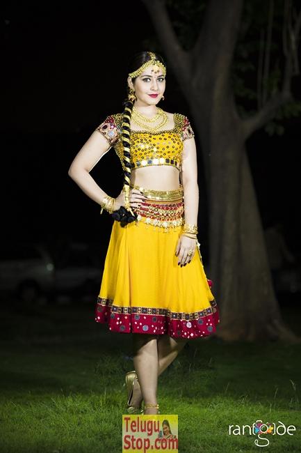 Rashi Khanna New Stills-Rashi Khanna New Stills-