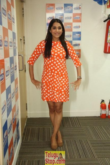 Rashmi gautam new stills 2- Photos,Spicy Hot Pics,Images,High Resolution WallPapers Download