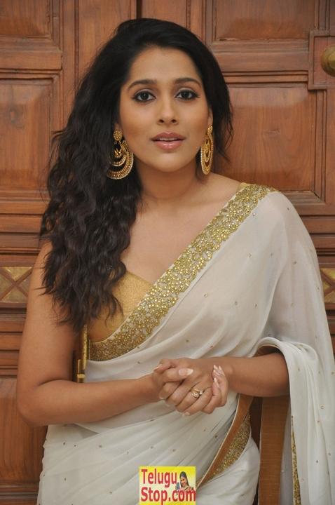Rashmi gautam new stills 3- Photos,Spicy Hot Pics,Images,High Resolution WallPapers Download