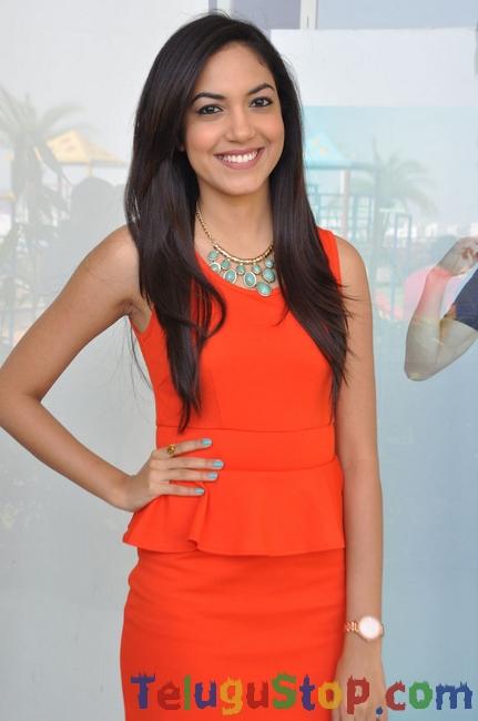 Reetu Varma Latest Stills-Reetu Varma Latest Stills--Telugu Actress Hot Photos Reetu Varma Latest Stills-