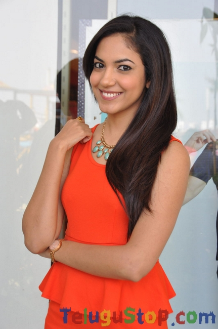 Reetu varma latest stills 2- Photos,Spicy Hot Pics,Images,High Resolution WallPapers Download