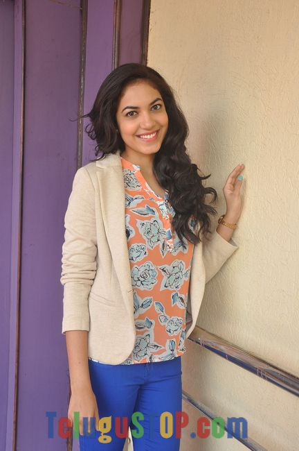Reetu varma latest stills 3- Photos,Spicy Hot Pics,Images,High Resolution WallPapers Download