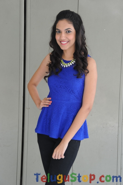 Reetu Varma New Stills-Reetu Varma New Stills--Telugu Actress Hot Photos Reetu Varma New Stills-