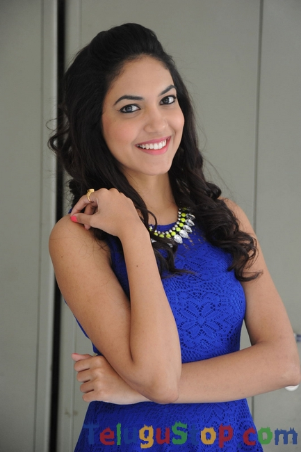 Reetu varma new stills- Photos,Spicy Hot Pics,Images,High Resolution WallPapers Download