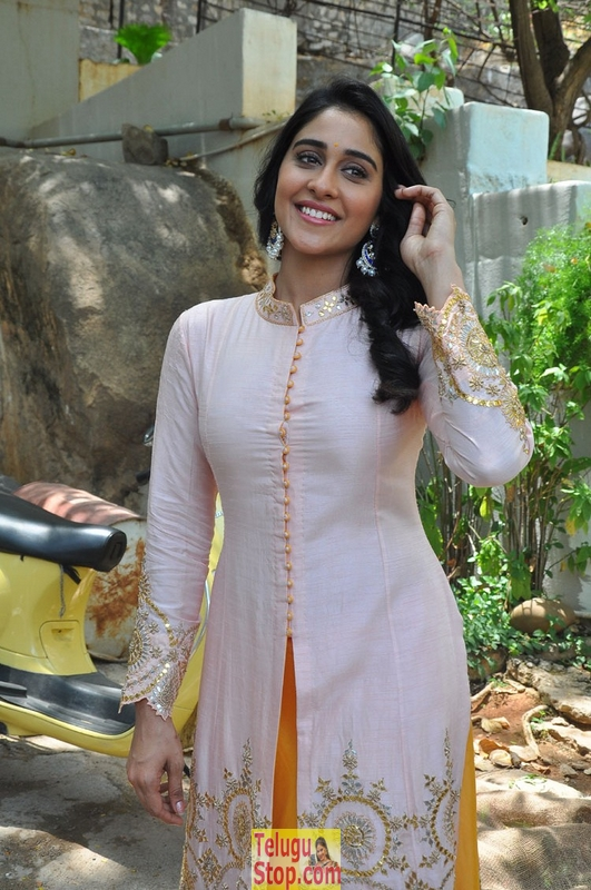 Regina latest stills 7- Photos,Spicy Hot Pics,Images,High Resolution WallPapers Download