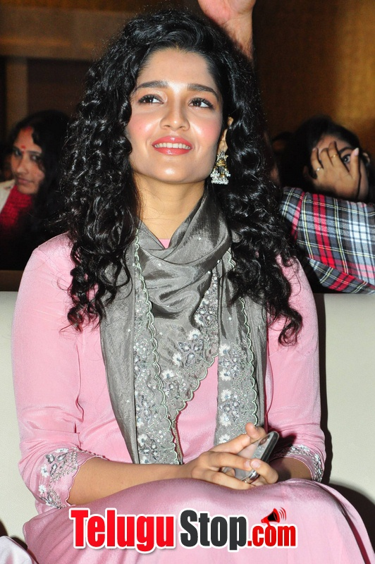 Ritika singh new pics- Photos,Spicy Hot Pics,Images,High Resolution WallPapers Download