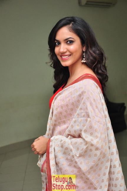 Ritu Varma Stills-Ritu Varma Stills--Telugu Actress Hot Photos Ritu Varma Stills-
