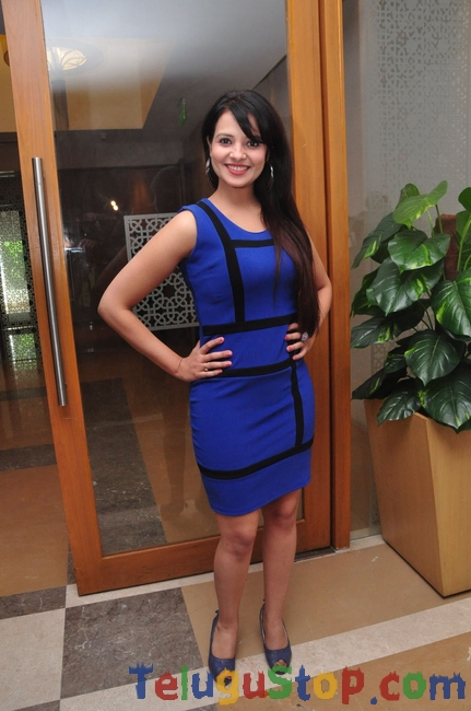 Saloni latest stills- Photos,Spicy Hot Pics,Images,High Resolution WallPapers Download