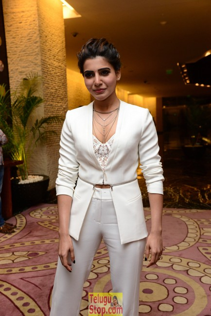 Samantha new stills 8- Photos,Spicy Hot Pics,Images,High Resolution WallPapers Download