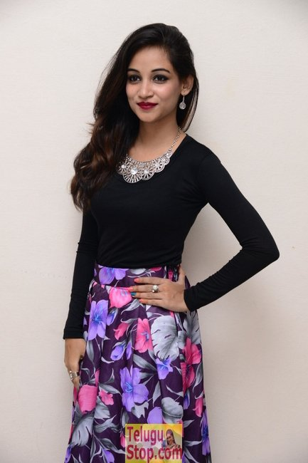 Sana new stills- Photos,Spicy Hot Pics,Images,High Resolution WallPapers Download