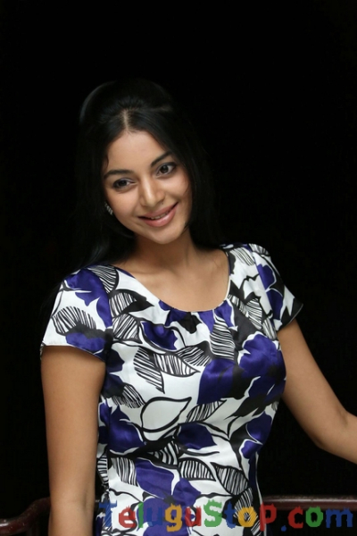 Sanam Shetty Stills-Sanam Shetty Stills-