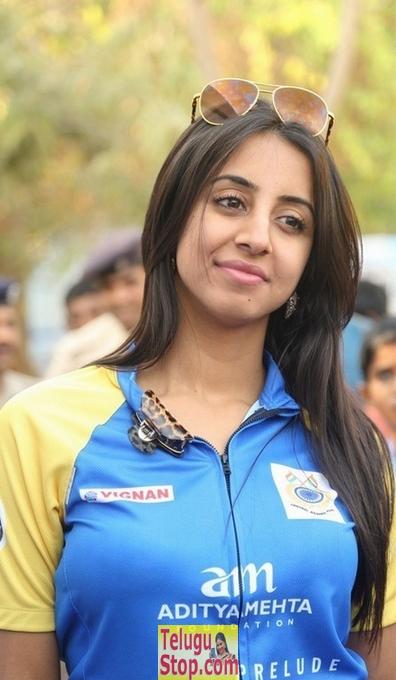 Sanjjanaa Stills-Sanjjanaa Stills--Telugu Actress Hot Photos Sanjjanaa Stills-