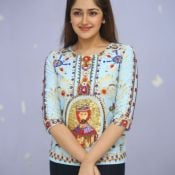 sayesha-saigal-latest-photos03