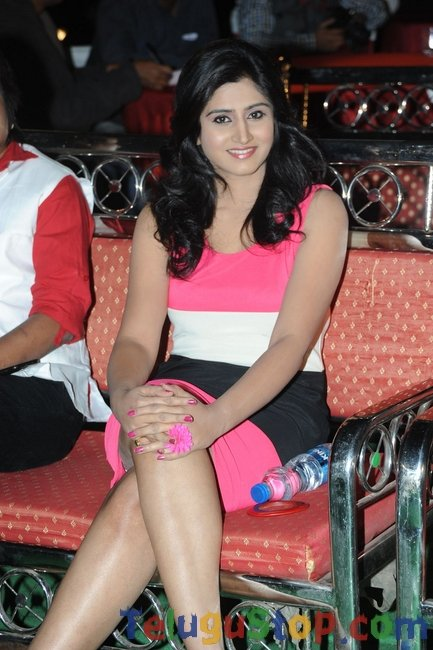Shamili new stills- Photos,Spicy Hot Pics,Images,High Resolution WallPapers Download