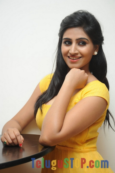 Shamili new stills 5- Photos,Spicy Hot Pics,Images,High Resolution WallPapers Download