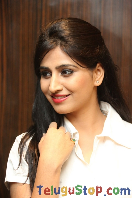 Shamili new stills 7- Photos,Spicy Hot Pics,Images,High Resolution WallPapers Download