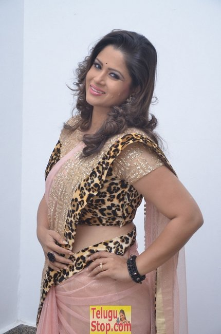 Shilpa chakravarthy new stills 5- Photos,Spicy Hot Pics,Images,High Resolution WallPapers Download