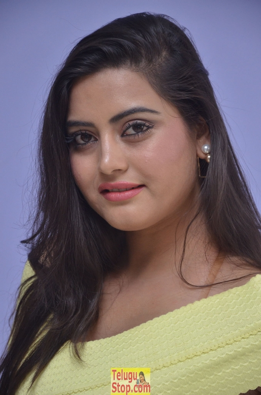 Shipra gaur latest stills- Photos,Spicy Hot Pics,Images,High Resolution WallPapers Download