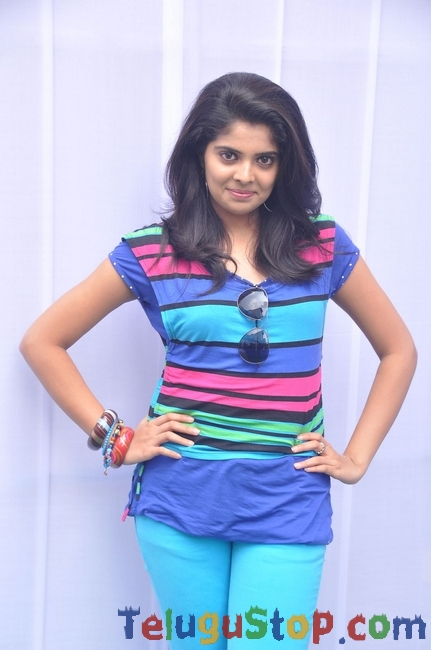 Shravya latest stills 2- Photos,Spicy Hot Pics,Images,High Resolution WallPapers Download
