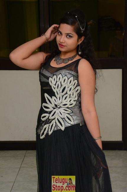 Sirisha dasari new stills- Photos,Spicy Hot Pics,Images,High Resolution WallPapers Download