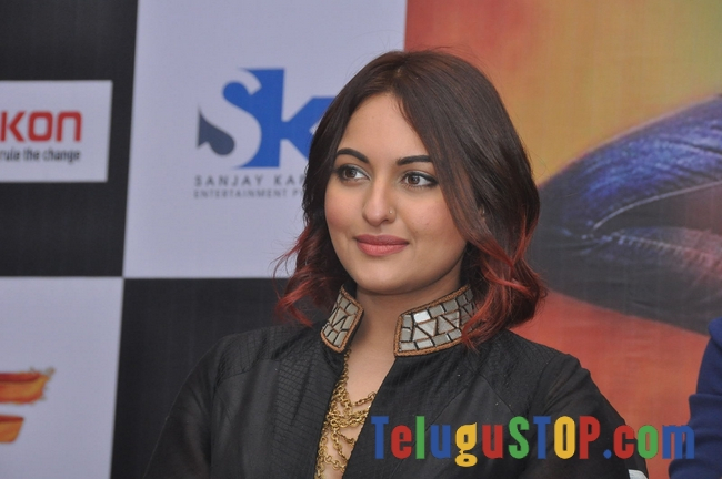 Sonakshi Sinha New Stills-Sonakshi Sinha New Stills--Telugu Actress Hot Photos Sonakshi Sinha New Stills-