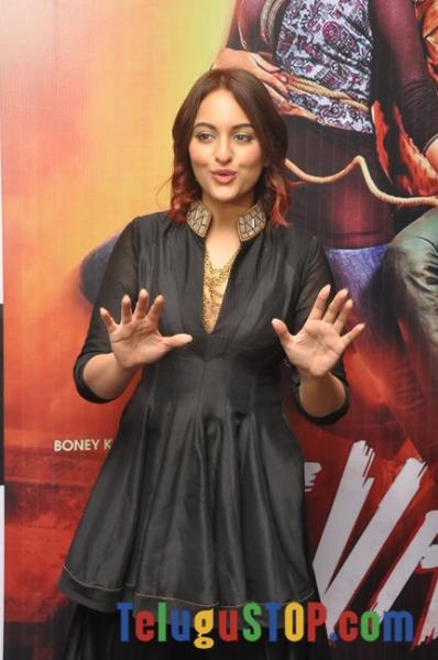 Sonakshi Sinha New Stills-Sonakshi Sinha New Stills--Telugu Actress Hot Photos Sonakshi Sinha New Stills-