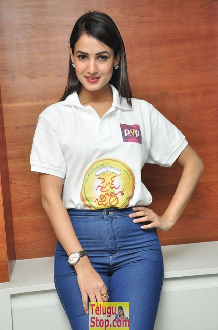 Sonal chauhan new pics 3- Photos,Spicy Hot Pics,Images,High Resolution WallPapers Download