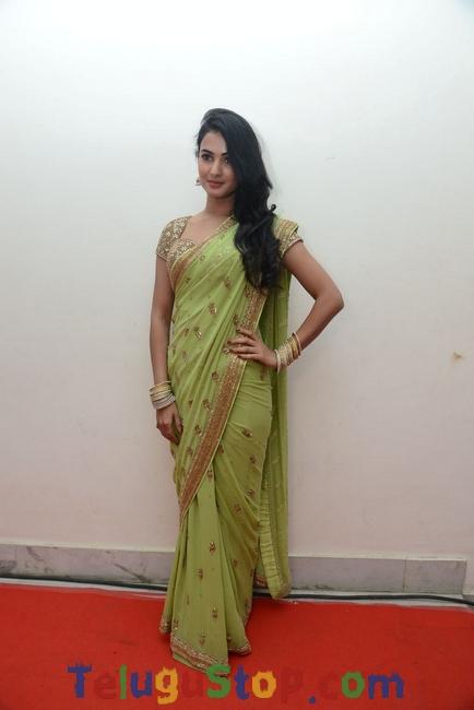Sonal Chauhan New Stills-Sonal Chauhan New Stills--Telugu Actress Hot Photos Sonal Chauhan New Stills-