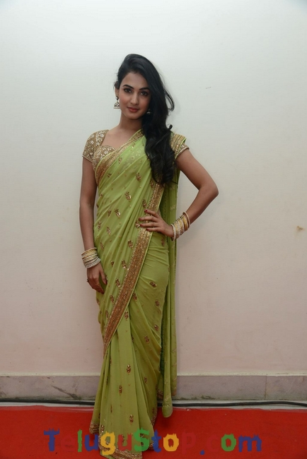 Sonal chauhan new stills- Photos,Spicy Hot Pics,Images,High Resolution WallPapers Download