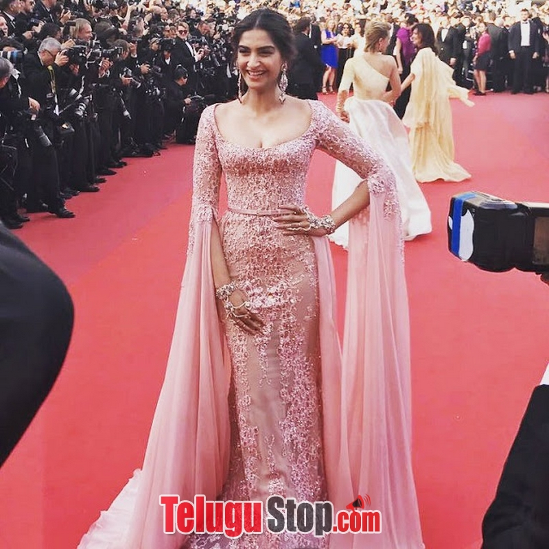 Sonam kapoor new gallery- Photos,Spicy Hot Pics,Images,High Resolution WallPapers Download