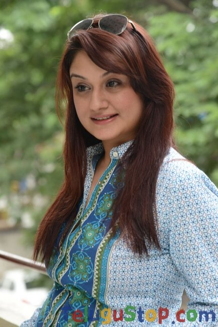 Sonia agarwal new stills- Photos,Spicy Hot Pics,Images,High Resolution WallPapers Download