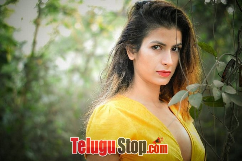 Sonia birje actress photos- Photos,Spicy Hot Pics,Images,High Resolution WallPapers Download