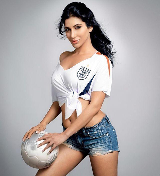 Sophie Choudry Hot Gallery--Telugu Actress Hot Photos Sophie Choudry Hot Gallery-