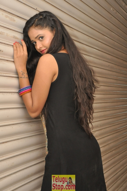 Sreya vyas latest stills- Photos,Spicy Hot Pics,Images,High Resolution WallPapers Download