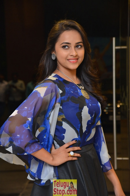 Sri divya new stills 4- Photos,Spicy Hot Pics,Images,High Resolution WallPapers Download