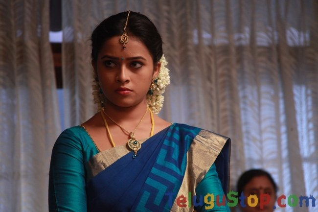 Sri divya pics- Photos,Spicy Hot Pics,Images,High Resolution WallPapers Download