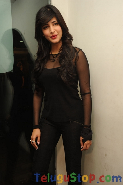 Sruthi hassan latest stills 3- Photos,Spicy Hot Pics,Images,High Resolution WallPapers Download