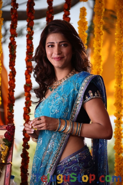 Sruthi hassan new pics- Photos,Spicy Hot Pics,Images,High Resolution WallPapers Download
