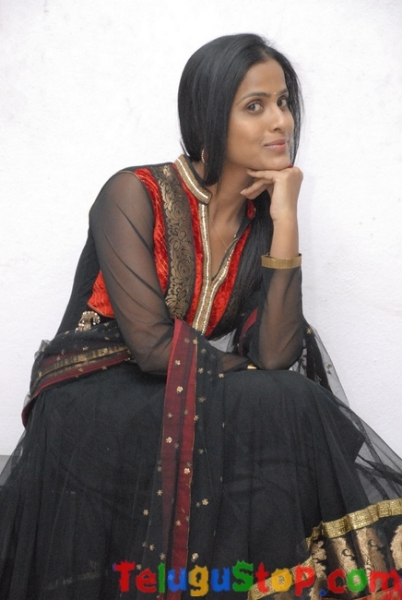 Suntiha new stills- Photos,Spicy Hot Pics,Images,High Resolution WallPapers Download